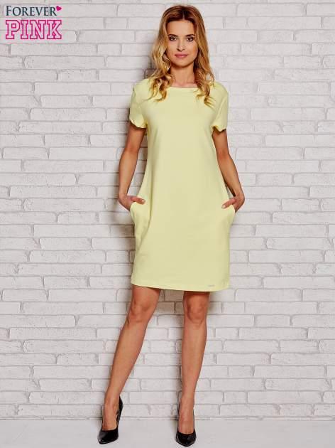 Żółta sukienka dresowa z kieszeniami                                  zdj.                                  2
