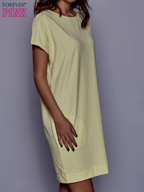 Żółta sukienka dresowa z kieszeniami po bokach                                  zdj.                                  3