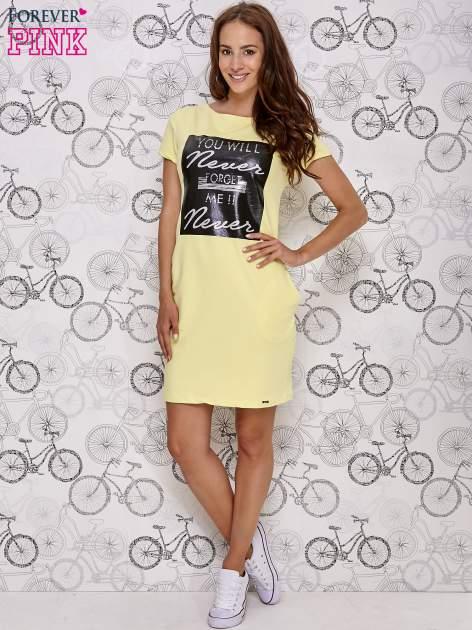Żółta sukienka dresowa z napisem YOU WILL NEVER FORGET ME                                  zdj.                                  2
