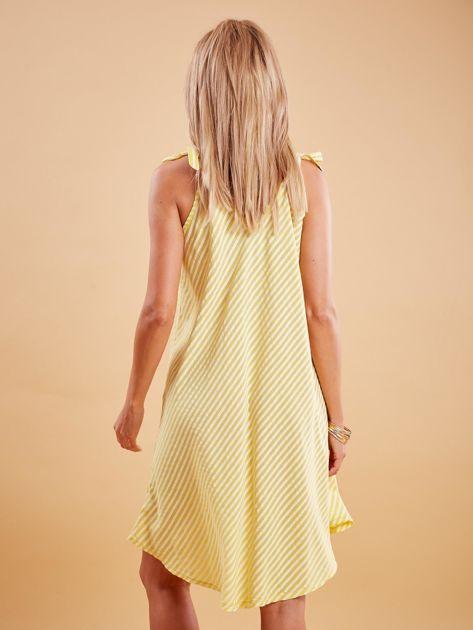 Żółta sukienka w paski wiązana na ramionach                              zdj.                              2