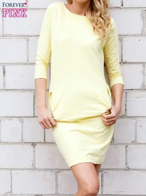 Żółta sukienka z kieszeniami na suwak                                  zdj.                                  3