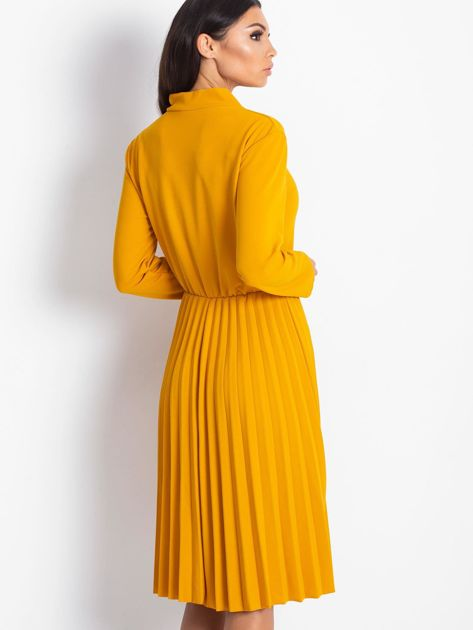 Żółta sukienka z plisami                              zdj.                              2