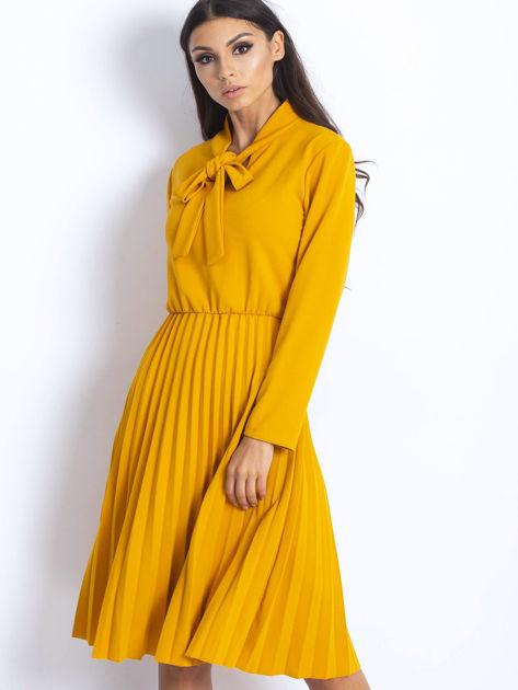 Żółta sukienka z plisami                              zdj.                              1