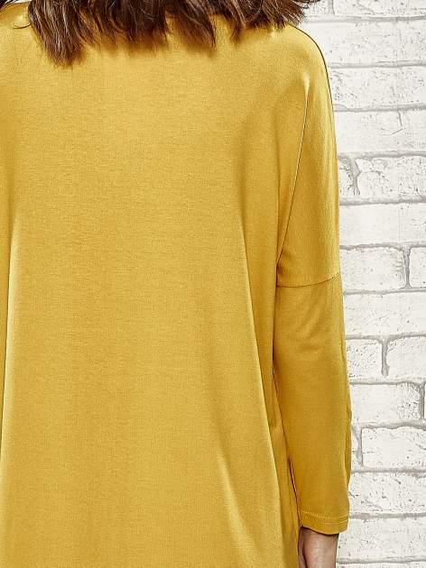 Żółta sukienka ze złotym napisem UNIQUE                                  zdj.                                  6