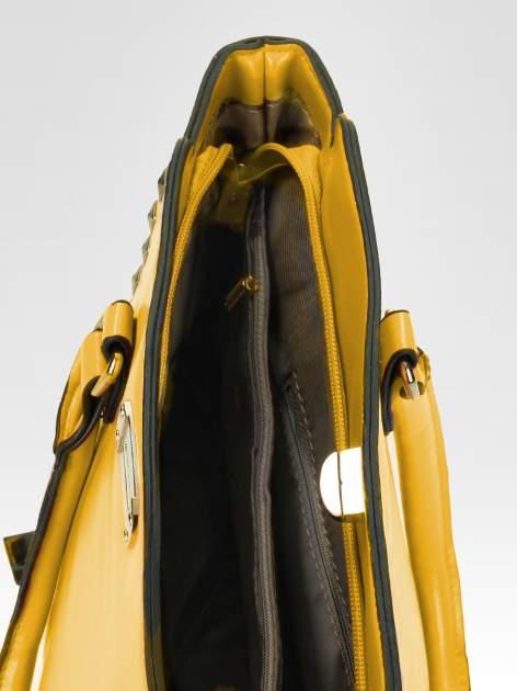 Żółta torebka na ramię z dżetami                                  zdj.                                  9