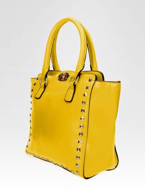 Żółta torebka na ramię z dżetami                                  zdj.                                  7