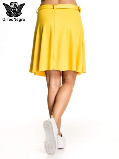 Żółta trapezowa spódnica z paskiem z klamrą                                  zdj.                                  2