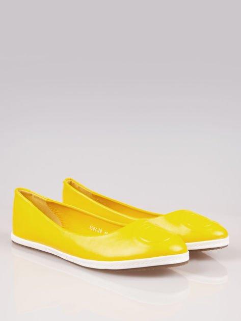 Żółte baleriny Sunny ze smukłym noskiem na kontrastowej podeszwie                                  zdj.                                  2