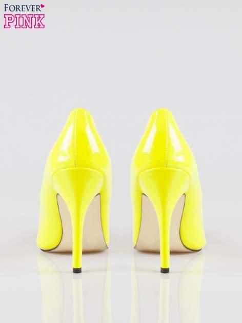 Żółte lakierowane szpilki w szpic                                  zdj.                                  3