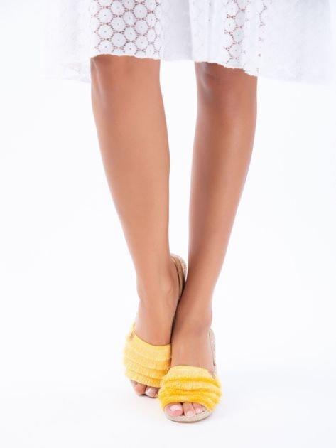 Żółte sandały z ozdobnym frędzelkowym przodem                              zdj.                              5