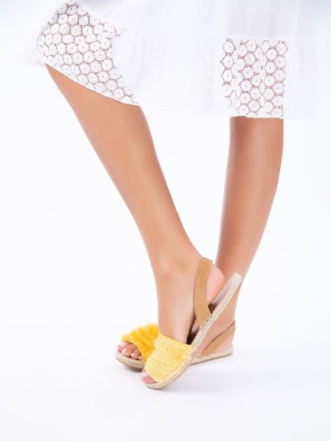 Żółte sandały z ozdobnym frędzelkowym przodem                              zdj.                              4