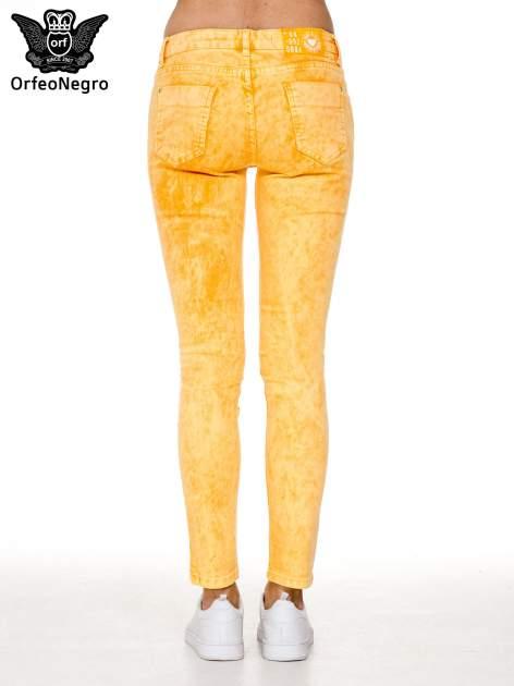 Żółte spodnie jeansowe rurki typu marmurki                                  zdj.                                  5