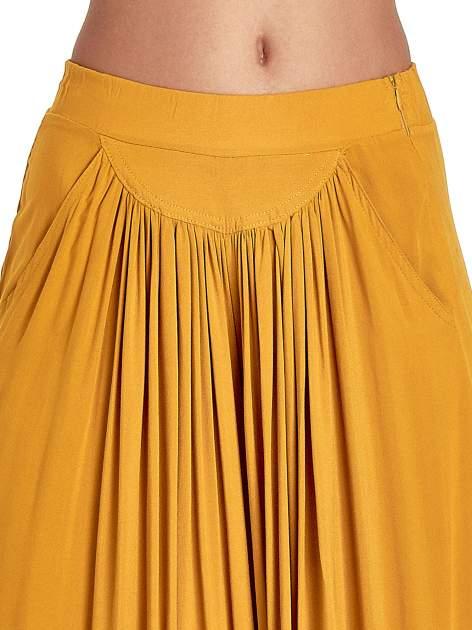 Żółte zwiewne spodnie typu culottes                                  zdj.                                  3