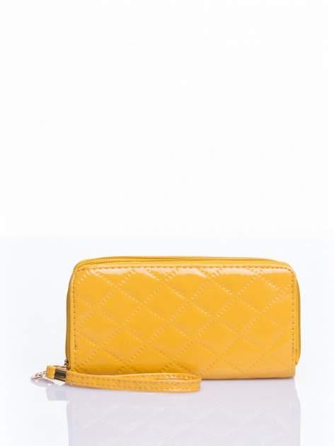 Żółty lakierowany pikowany portfel