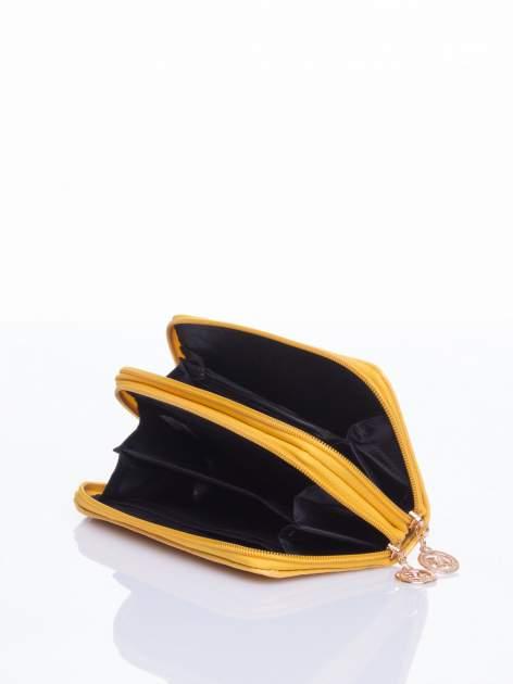 Żółty lakierowany pikowany portfel                                  zdj.                                  4