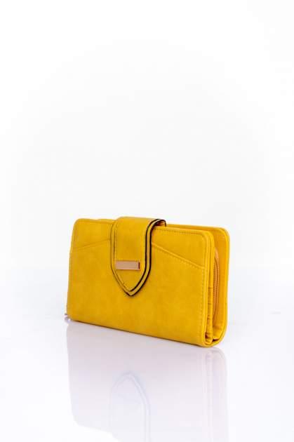 Żółty portfel z ozdobnym zapięciem                                  zdj.                                  3