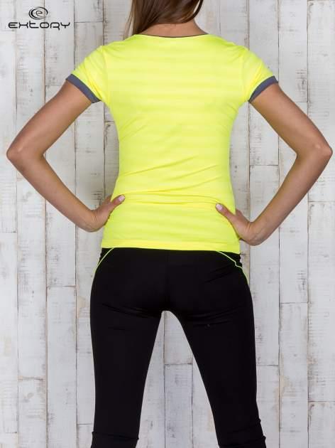 Żółty sportowy t-shirt z szarymi wykończeniami                                  zdj.                                  4