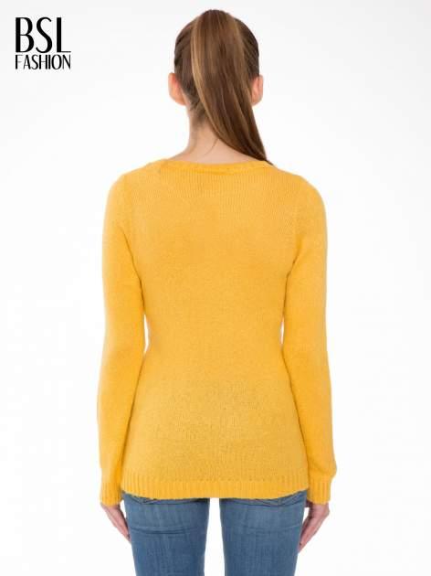 Żółty sweter z nadrukiem pieska                                  zdj.                                  4