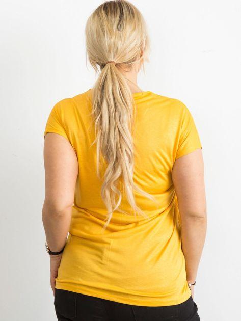 Żółty t-shirt damski z nadrukiem PLUS SIZE                              zdj.                              2