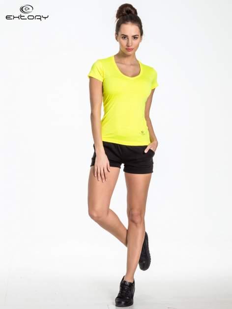 Zółty t-shirt sportowy w paseczki                                  zdj.                                  2
