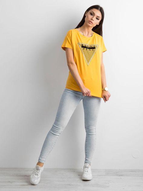 Żółty t-shirt z aplikacją i wycięciem z tyłu                              zdj.                              4