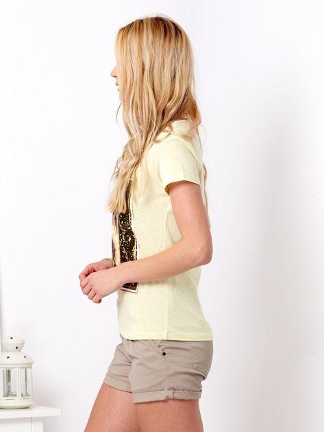 Żółty t-shirt z motywem buta                              zdj.                              5