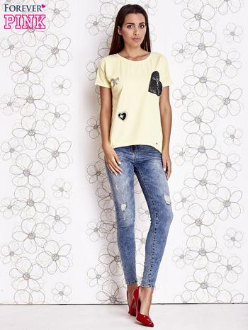 Żółty t-shirt z motywem serca i kokardki                                  zdj.                                  4