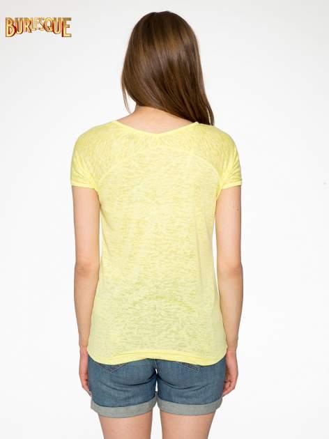 Żółty t-shirt z nadrukiem BEAUTIFUL                                  zdj.                                  3