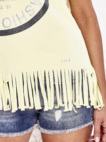 Żółty t-shirt z nadrukiem i frędzlami                                  zdj.                                  6