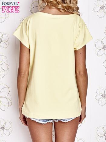 Żółty t-shirt z nadrukiem owadów                                  zdj.                                  4