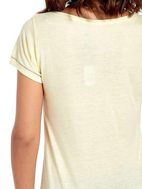 Żółty t-shirt z napisem EVERY WOMAN IS A REBEL                                  zdj.                                  6