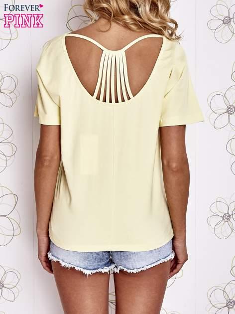 Żółty t-shirt z napisem JE T'AIME i dekoltem na plecach                                  zdj.                                  4