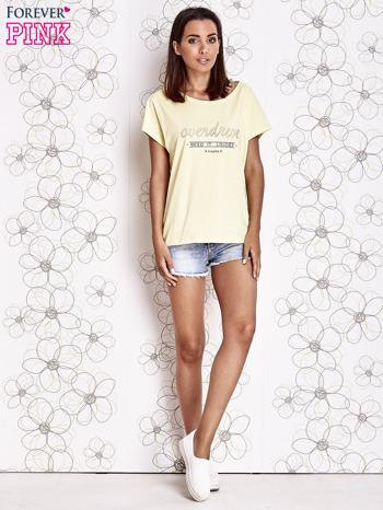 Żółty t-shirt z napisem NEED IT LOUDER                                  zdj.                                  4