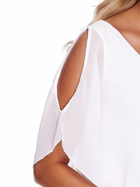 Zwiewna biała bluzka z rozcięciami na rękawach                              zdj.                              5