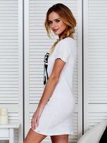 Bawełniana biała koszula nocna z nadrukiem                                  zdj.                                  4