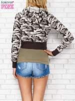 Beżowa bluza cropped we wzór moro                                                                          zdj.                                                                         4