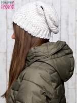Beżowa dziergana czapka