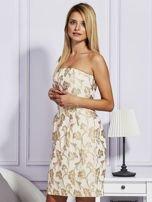 Beżowa sukienka o wypukłej fakturze                                  zdj.                                  3
