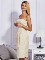 Beżowa sukienka w tłoczony wzór                                  zdj.                                  5