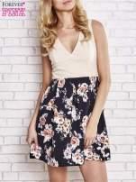 Beżowa sukienka z kwiatowym dołem i z suwakiem z tyłu                                                                          zdj.                                                                         1