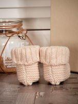Beżowe dziergane buciki dziewczęce z kwiatuszkami i perełkami                                  zdj.                                  2