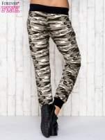 Beżowe spodnie dresowe moro z troczkami                                  zdj.                                  4