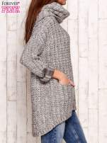 Beżowy melanżowy sweter z szerokim golfem i kieszeniami                                   zdj.                                  3