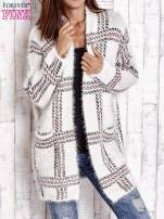 Beżowy sweter w kratę z kieszeniami                                  zdj.                                  1