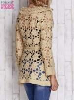 Beżowy sweter z wiązaniem w pasie                                  zdj.                                  5