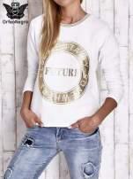Biała bluza w stylu glamour ze złotym nadrukiem i lamówką                                  zdj.                                  1