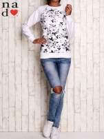 Biała bluza z kwiatowym nadrukiem