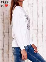 Biała bluza z nadrukiem serca i napisem JE T'AIME                                   zdj.                                  3