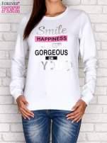 Biała bluza z napisem SMILE HAPPINESS LOOKS GORGEOUS ON YOU                                                                          zdj.                                                                         1