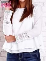 Biała bluzka koszulowa z biżuteryjnym dekoltem                                                                          zdj.                                                                         6
